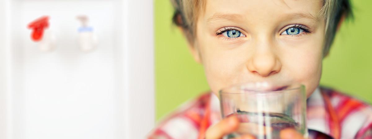 Kid drinking from a MOJO Bottleless cooler